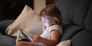 dziecko a tablet
