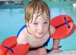 dziecko, basen, pływanie