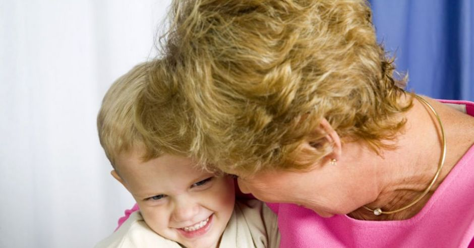 dziecko, chłopiec, babcia, tulić, uśmiech