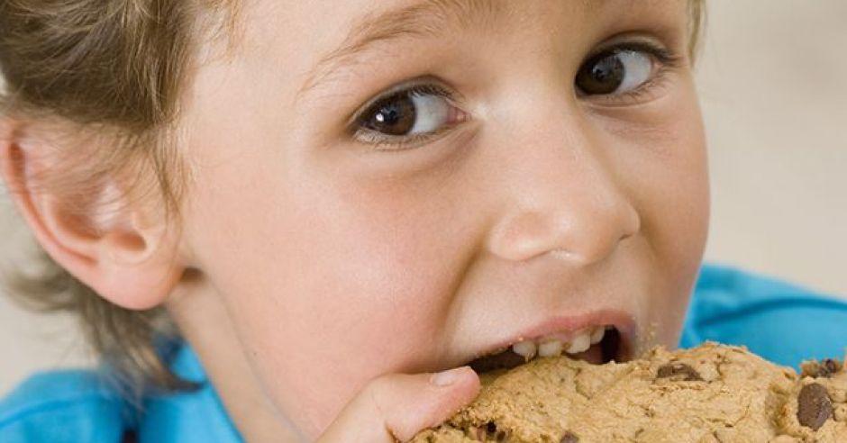 dziecko, chłopiec, ciastko, deser, kuchnia