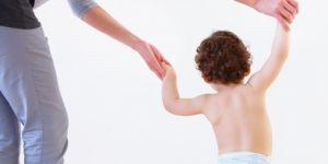 dziecko, chodzenie, pierwsze kroki