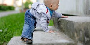 dziecko, chodzenie, schody