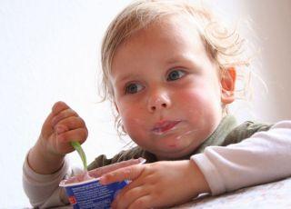 dziecko, deser, jogurt, kuchnia