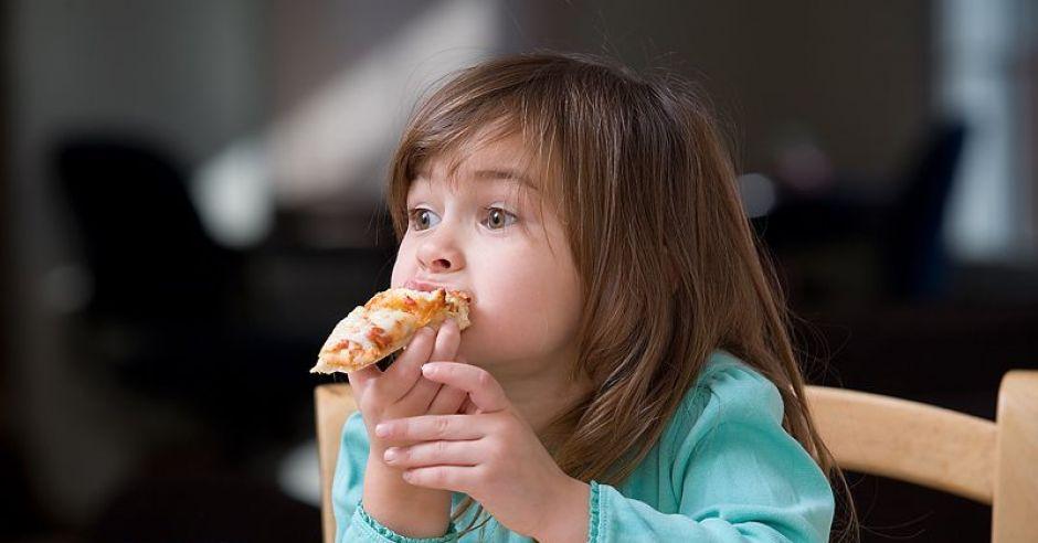 dziecko, dziewczynka, jedzenie, pizza