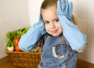 dziecko, dziewczynka, kuchnia, rękawice, sprzątanie