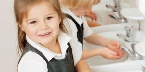 higiena, mycie rąk, mydło, dziecko, dziewczynka
