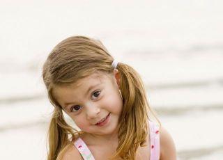 dziecko, dziewczynka, morze, zabawa, wakacje, lato