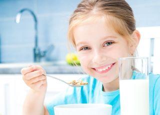 dziecko, dziewczynka, śniadanie, płatki śniadaniowe