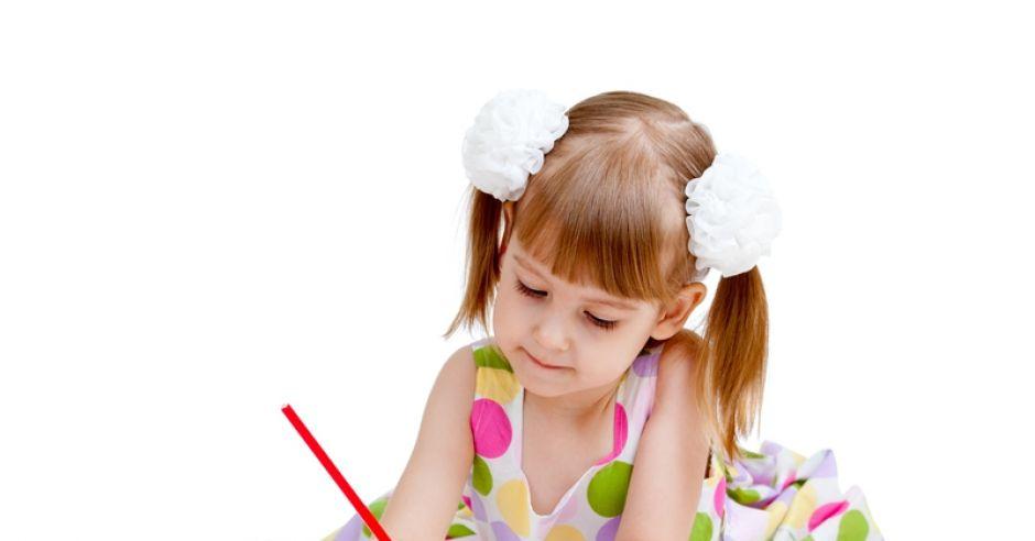 dziecko, dziewczynka, przedszkolak, rysowanie, nauka pisania