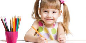 dziecko, dziewczynka, rysowanie, rozwój dziecka, rozwój trzylatka, rozwój czterolatka