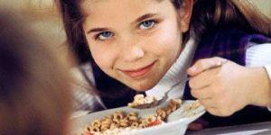 dziecko, dziewczynka, śniadanie, kuchnia, płatki