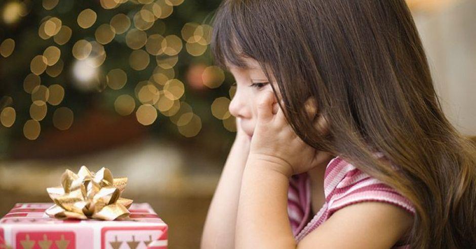 dziecko, dziewczynka, święta, Boże Narodzenie, prezent, smutek