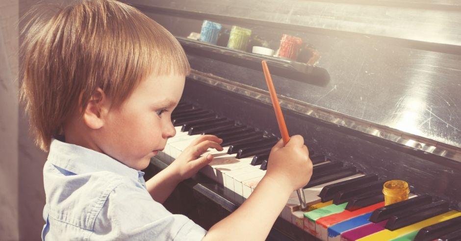 dziecko, farby, malowanie, pianino