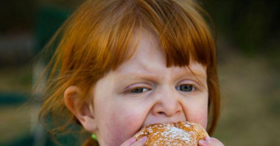 dziecko, hamburger, kuchnia dla malca, otyłość