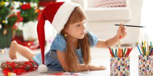 dziecko i świąteczna kolorowanka