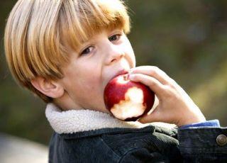 dziecko, jabłko, owoce