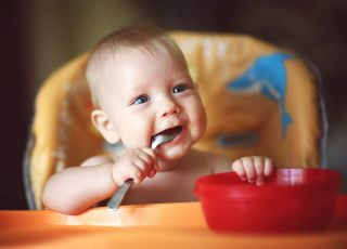 dziecko je pierwszą zupkę