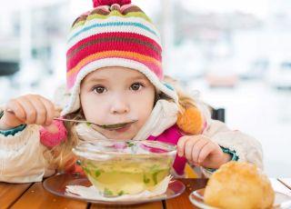 dziecko je zupę