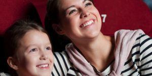 dziecko, kino, mama i dziecko, w kinie, seans filmowy