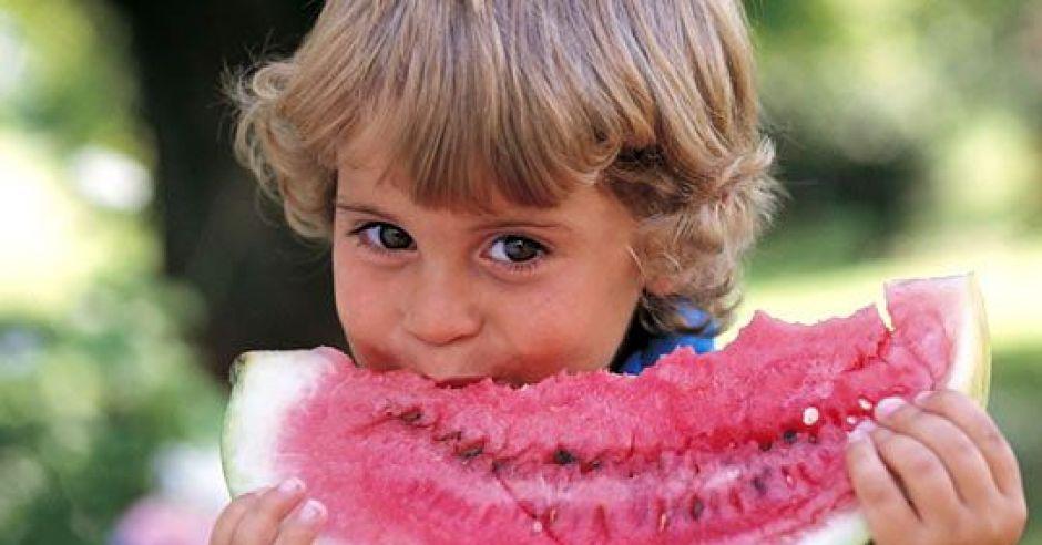dziecko, kuchnia dla malca, arbuz, owoc