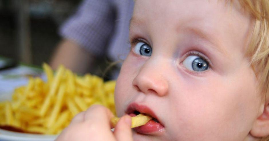 dziecko, kuchnia, frytki