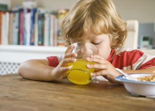 dziecko, kuchnia, pić, sok, szklanka