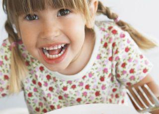 dziecko, kuchnia, talerz, obiad, mięso