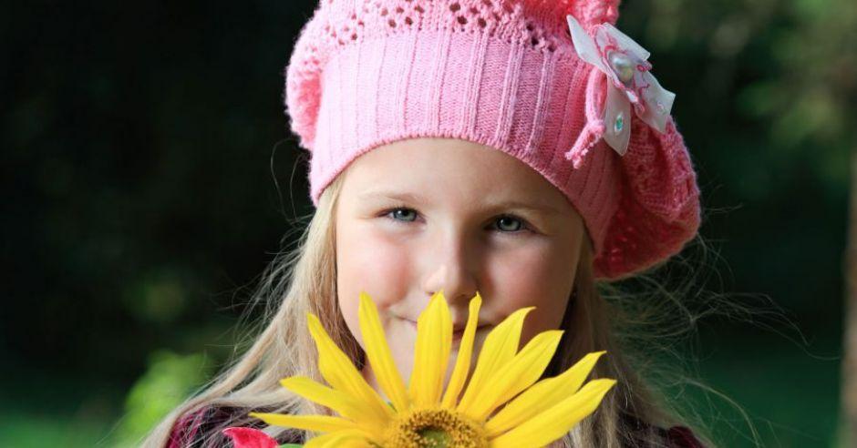 dziecko, kwiatek