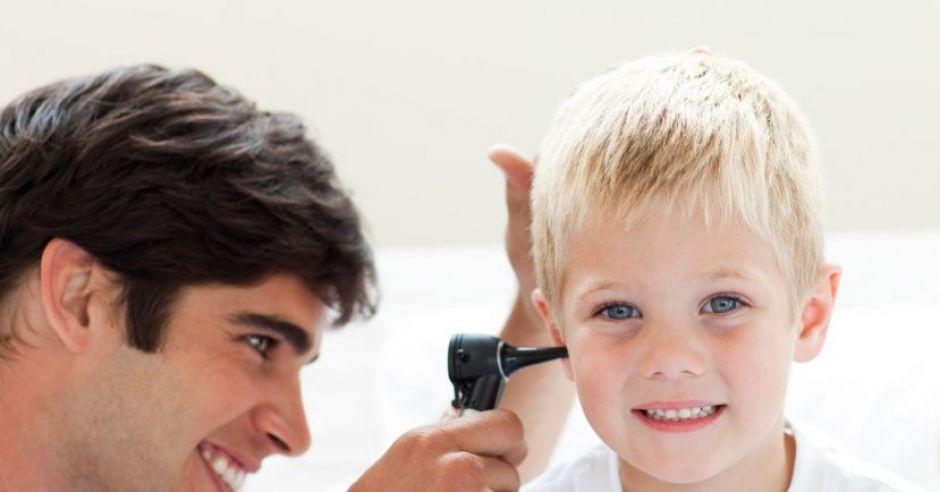 dziecko, lekarz, badanie, słuch