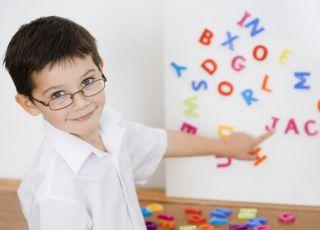 dziecko, literki, chłopiec, okulary