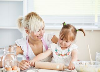 dziecko, mama, gotowanie, kuchnia