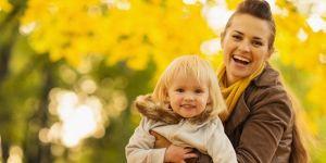 dziecko, mama, jesień, zabawa, liście