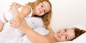 dziecko, mama, łóżko, radość, śmiech