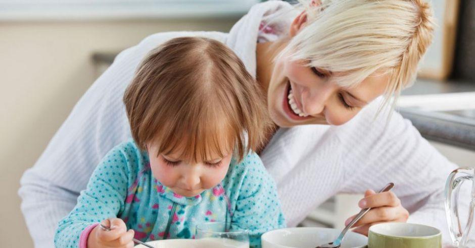 dziecko, mama, śniadanie, kuchnia dla dziecka