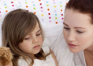 dziecko, mama, zdrowie dziecka, termometr, chorować