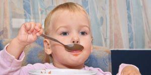 dziecko, miseczka, śniadanie, kuchnia