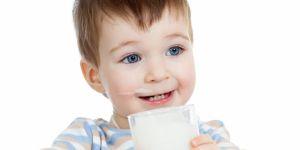 33-miesięczne dziecko pije mleko