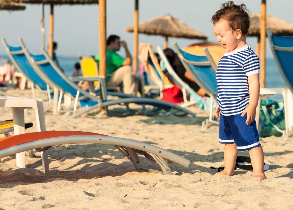 dziecko na plaży all incusive