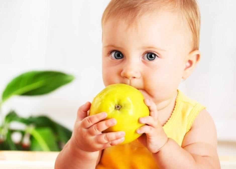 dziecko, niemowlę, jabłko, przekąska