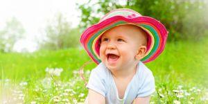 dziecko, niemowlę, śmiech, łąka, lato
