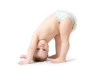 dziecko, niemowlę, nauka wstawania, nauka chodzenia