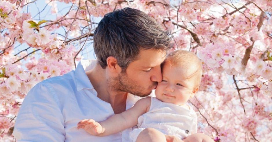 dziecko, niemowlę, tata, dziewczynka, wiśnia, kwiaty