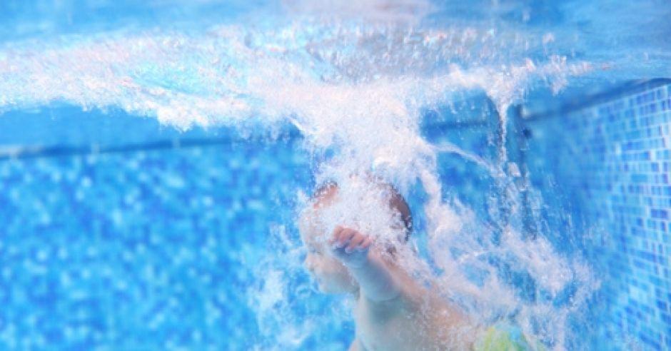 dziecko, niemowlak, basen, pływanie, woda