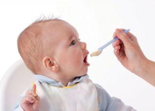 dziecko, niemowlę, karmienie niemowlaka, kaszka, łyżeczka