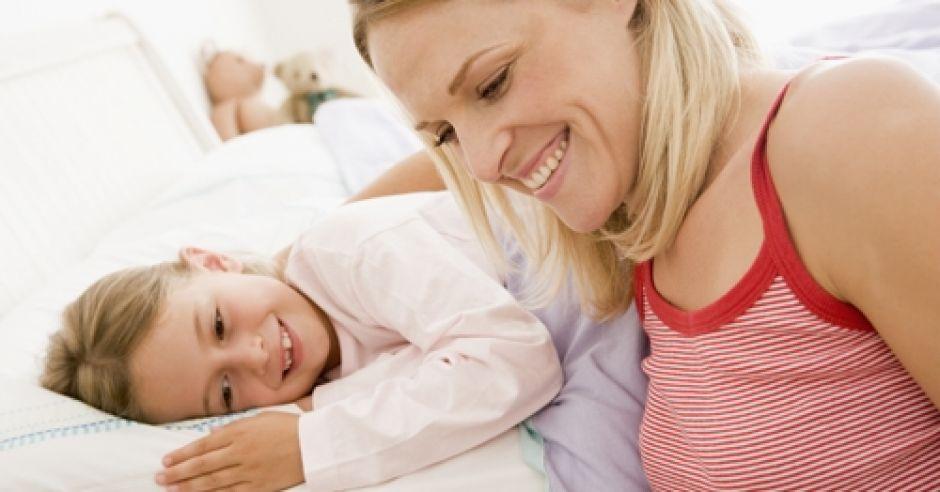 dziecko, piżama, sen, łóżko, mama, książka