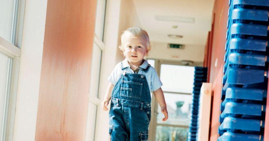 dziecko, pierwsze kroki, nauka chodzenia