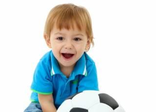 20 miesięczne dziecko z piłką