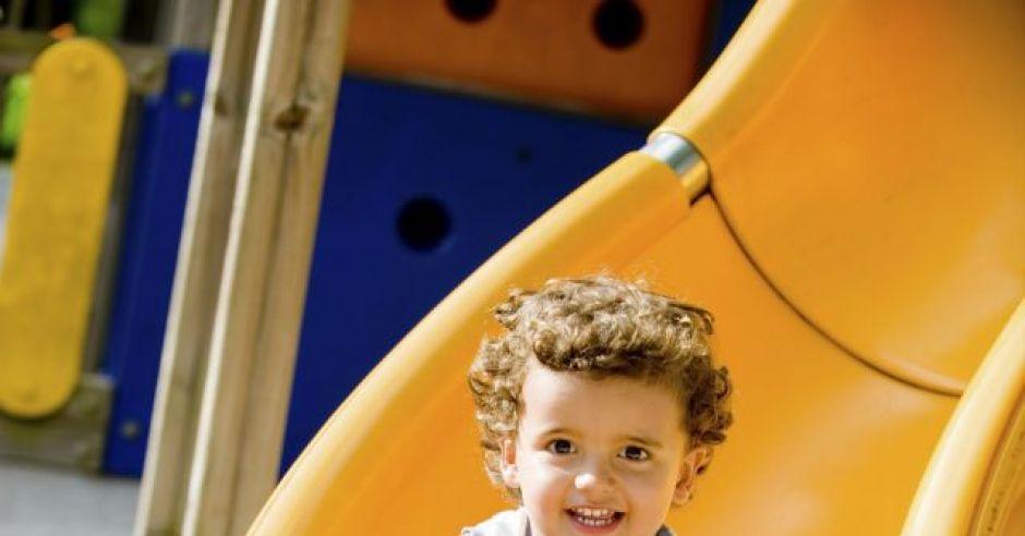 dziecko, plac zabaw, zjeżdżalnia