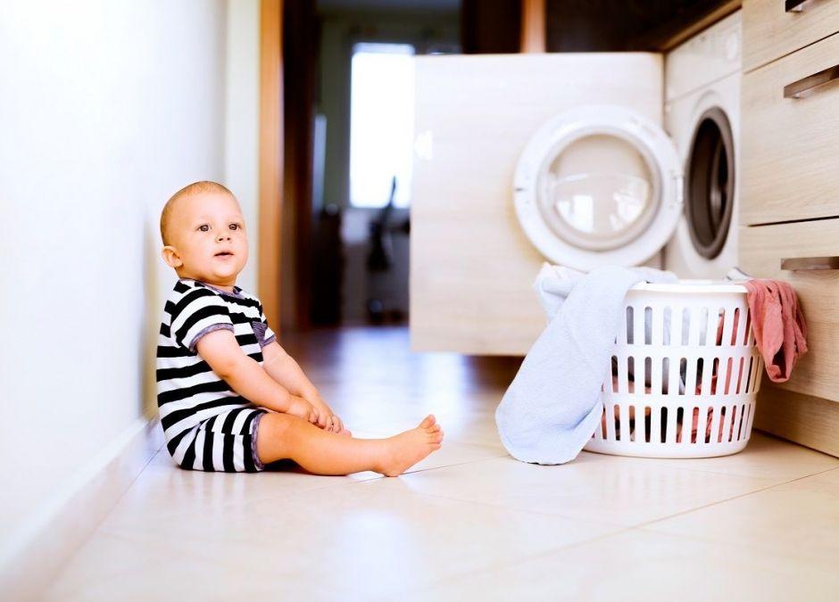 Dziecko po zjedzeniu proszku do prania eskortowane przez policję do szpitala