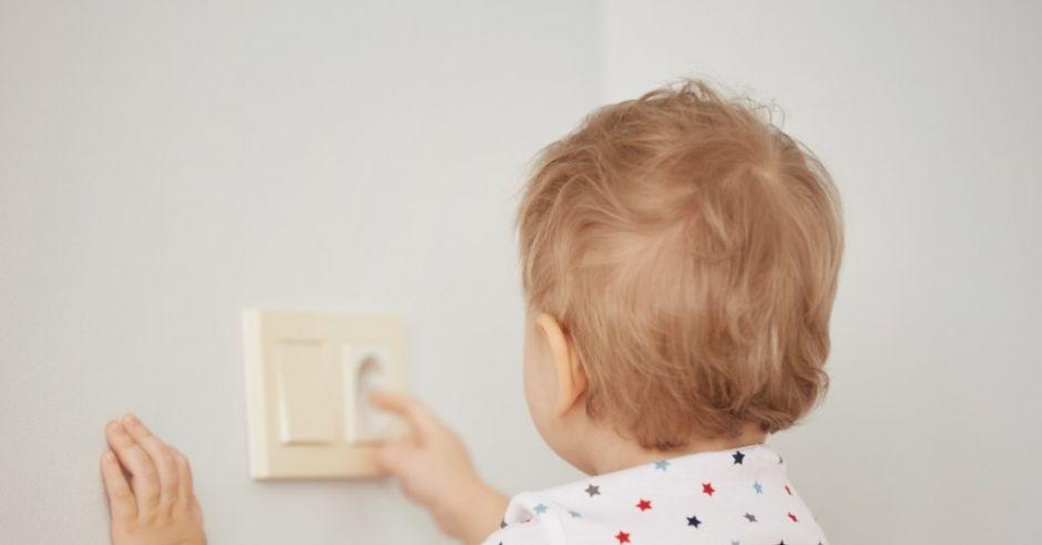 Dziecko porażone prądem
